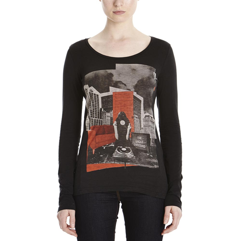 Bench Lounging Out L/S Graphic Top