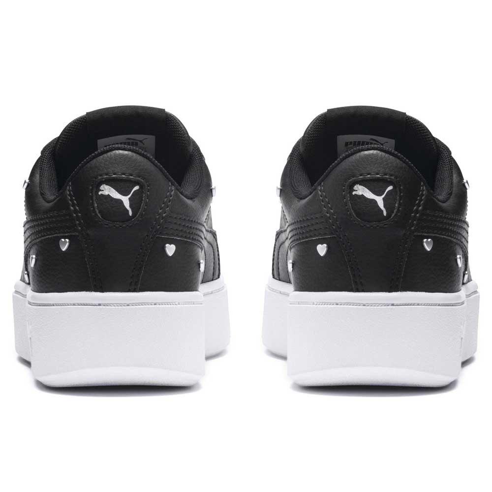 chaussures femme baskets puma vikky stacked studs. le puma vikky stacked studs est une sneaker à plateforme inspirée du basket ball