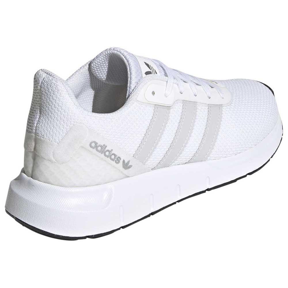 adidas Swift Run RF Hvit | Herre | Sko Sneakers på Urban.no